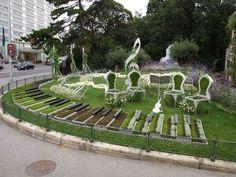 Piano keys are garden spots. A beautiful music themed place to relax Music Garden, Garden Art, Music Land, Music Music, Rome Antique, Music Decor, Music Gifts, Arte Floral, Dream Garden