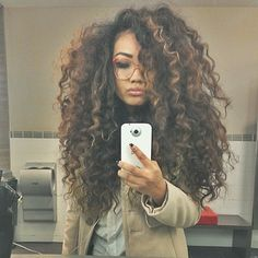 Natural big hair looks on Instagram written by Joi Pearson for Rolling Out