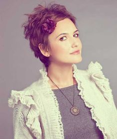 Now that I have a pixie cut, I will have to try styling it like this. It's cute!