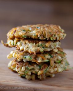 Corn, Zucchini and Carrot fritters combine all the best summer flavors in a single patty. Straight from the garden a dish the whole family will love. Side Dish Recipes, Vegetable Recipes, Vegetarian Recipes, Cooking Recipes, Healthy Recipes, Side Dishes, Baby Recipes, Healthy Appetizers, Healthy Meals