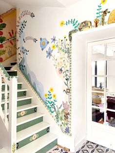 French Artist Nathalie Lete Is Painting Her Home Full of Flowers - - While sheltering in place, French artist Nathalie Lete is filling her country home with flowers—that she paints on every surface. Interior And Exterior, Interior Design, Design Design, Design Ideas, Hand Painted Walls, Painted Frames, Room Decor, Wall Decor, Wall Art