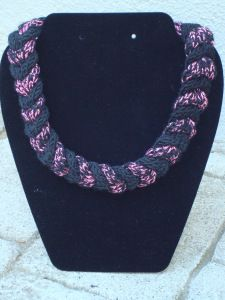 Cable Braided Necklace, with alternating knitted strips of black and pink metallic. Braided Necklace, How To Raise Money, Hand Knitting, Knitted Jewelry, Crochet Necklace, Braids, Handmade Items, Things To Sell, Pattern