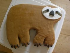 Ellyson's Sloth Party - Look At This Sloth Cake With A Rainbow Center Cute Food, Good Food, Yummy Food, Sloth Cakes, Cute Sloth, Dessert Recipes, Desserts, Let Them Eat Cake, Amazing Cakes
