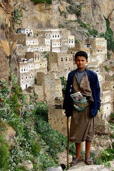 Boy con vaina jambia en Hajjara - Yemen (por Eric Lafforgue)