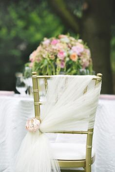 simple and beautiful tulle decorated wedding chair ideas