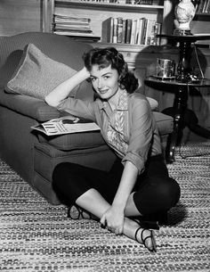Turner Classic Movies — Remembering Donna Reed on her birthday, here in. Old Hollywood Movies, Old Hollywood Stars, Golden Age Of Hollywood, Vintage Hollywood, Hollywood Actresses, Classic Hollywood, Hollywood Glamour, Classic Actresses, Female Actresses
