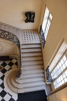 Musée Rodin, Paris edge of stairs. Love the tile! Stair Steps, Stair Railing, Railings, Grand Staircase, Staircase Design, Stairs Architecture, Architecture Details, Beautiful Stairs, Foyer Decorating