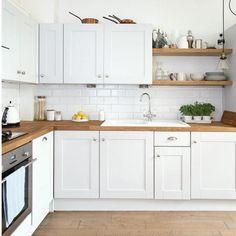Gorgeous White Kitchen Design and Decor Ideas - Page 11 of 60 Classic White Kitchen, White Kitchen Decor, Kitchen Interior, New Kitchen, Kitchen Ideas, Refacing Kitchen Cabinets, White Kitchen Cabinets, Kitchen Cabinet Design, Kitchen Countertops