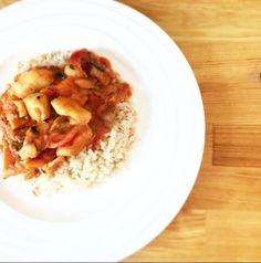 Dit vispotje van pangasiusfilet in pittige tomatensaus is makkelijk te maken, zonder pakjes en zakjes!