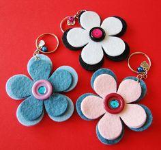 Foam Crafts, Diy Crafts To Sell, Diy Crafts For Kids, Arts And Crafts, Felt Keychain, Keychains, Felt Bookmark, Felt Patterns, Felt Fabric
