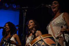 Musicista natalense Vânia Mariatraz apresenta show com maracatú, baião e samba.