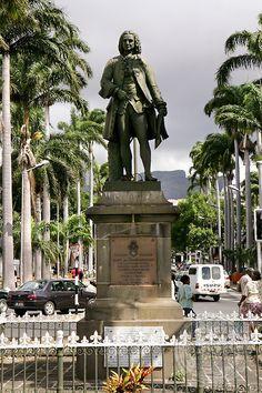 Statue de Bertrand Francois Mahé de Labourdannais, Place Sookdeo Bissoondoyal (appelé auparavant Place d'Armes), Port Louis - Maurice