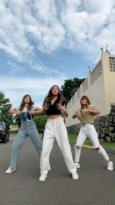 Dance Workout Videos, Dance Music Videos, Dance Choreography Videos, Cool Dance Moves, Dance Tips, Dance Poses, Korean Song Lyrics, Moves Like Jagger, Dance Kpop