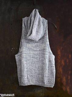 Neulottu liivi on tekstiilisuunnittelija Sanna Vatasen käsialaa. Crochet Tank, Knit Crochet, Cosy Socks, Wooly Hats, Glamour, Knit Patterns, Crochet Projects, Knitwear, My Style