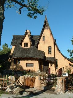 Harry Oliver's Spadena House (1921), also known as the Witch's House, Beverly Hills, California. This style of architecture is called Storybook style, or called Fairy Tale or Hansel and Gretel....I also like mock Tudors