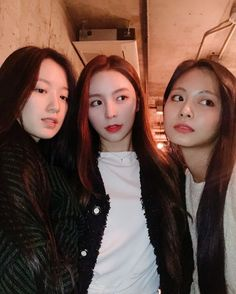 Find images and videos about kpop, twice and tzuyu on We Heart It - the app to get lost in what you love. Nayeon, South Korean Girls, Korean Girl Groups, Tzuyu Twice, Dahyun, Cube Entertainment, Kpop Outfits, K Idols, Kpop Girls