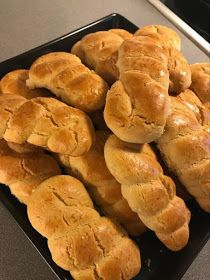 Hot Dog Buns, Biscotti, Easter, Bread, Cookies, Food, Crack Crackers, Easter Activities, Brot