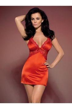 Nuisette rouge en satin rouge. Un modèle Séduction qui va faire naître la passion chez votre partenaire ! Une nuisette sexy parfaitement ajustée au corps.