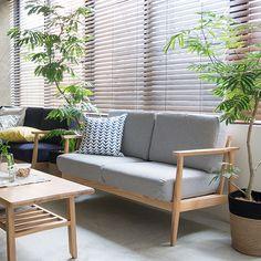 美しいフレームデザインに爽やかな雰囲気をまとった、北欧ナチュラルな2人掛けソファー「lull sofa」。弾力のある座り心地が魅力の、お手入れしやすいカバーリングタイプです。