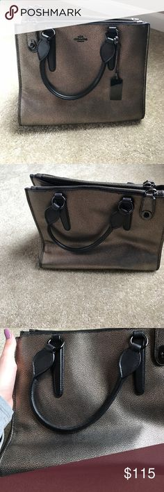 Coach purse! Adorable new coach purse. Only worn it four times. Gold and black purse. Coach Bags