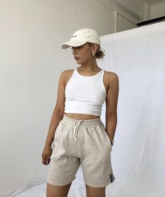 Sporty Outfits, Mode Outfits, Cute Casual Outfits, Cap Outfits For Women, Fashionable Outfits, Simple Outfits, Stylish Outfits, Tomboy Fashion, Look Fashion