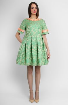 Ribbon-trim thick jacquard dress. Boat neck. Back with a round low cut. Hidden back zip closure. Side seam pockets.