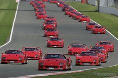 フェラーリ F40 史上最大のパレードを開催
