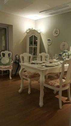 Ash dinning set. Romantic room. 디자인할때 가장 심혈을 기울였다. 명화는 직접 수입해서 제작했다. 헤이리 마을 레스토랑에 다 이걸로 세팅한 이유는 내가 만든것 중에 제일 이뻐서다~~^^♡
