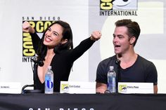 Chris Pine Photos - Actors Gal Gadot (L) and Chris Pine attend the Warner Bros. Presentation during Comic-Con International 2016 at San Diego Convention Center on July 23, 2016 in San Diego, California. - Comic-Con International 2016 - Warner Bros Presentation