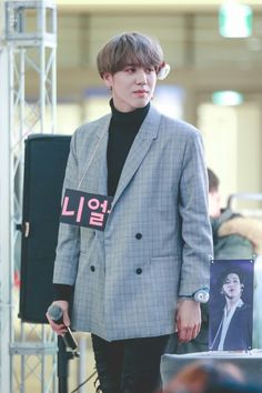 171214 Yugyeom at Goyang Fansign cr: YKLikeIt
