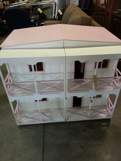 Big BIG Dolls house. Four little girls can play with this one. BUT HEY we have others. Just ask Jude?