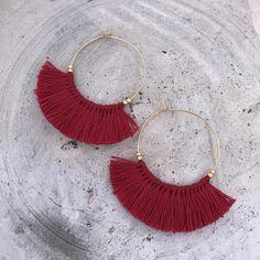 Red boho Fringe earrings (tassel earrings) Very light weight Durable plating. Tassel Jewelry, Crystal Jewelry, Diy Jewelry, Jewelery, Jewelry Design, Fashion Jewelry, Jewelry Making, Unique Jewelry, Fringe Earrings