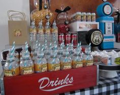 Vintage car party :  water bottles