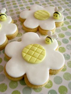 Flower cookies with bees by Sharon Wee Creations, via Flickr