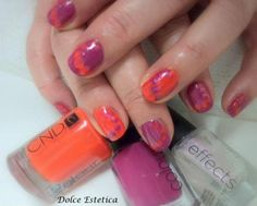 Manicure trend: colori in contrasto con smalti CND Plumville ed Electric Orange. www.cndsmalti.it Twitter: @CNDItalia