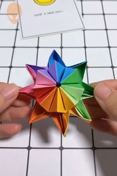 An amazing Origami idea You can find Origami tutorial and more on our website.An amazing Origami idea Instruções Origami, Paper Crafts Origami, Diy Paper, Paper Crafting, Origami Videos, Oragami, Origami Tattoo, Paper Pin, Origami Butterfly