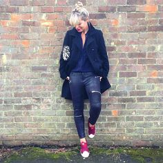 Livin the 90s dream..! Couldn't resist buying the @zara jeans/leggings?! and trainers @footasylum #blackandnavy #fblogger #dresslikeamum #mumstyle #momfashion #london #streetstyle #lookoftheday #ootd #wiwt #instastyle #surrey #fashion #WeAreFootasylum