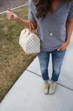 Weekend casual - boyfriend jeans, tee, booties (regular or peep toe) Spring Summer Fashion, Autumn Winter Fashion, Weekend Fashion, Summer 2015, Casual Outfits, Cute Outfits, Fashionable Outfits, Casual Jeans, Look Fashion