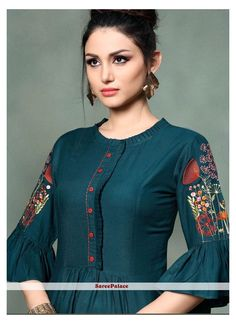 Silk Kurti Designs, Tunic Designs, Dress Neck Designs, Kurta Designs Women, Kurti Designs Party Wear, Stylish Kurtis Design, Stylish Dress Designs, Fancy Kurti, Kurti Embroidery Design