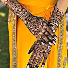 Traditional touch in Mehndi becames the Modern fashion in today's time. ❤ Henna by : Engagement Mehndi Designs, Wedding Henna Designs, Latest Bridal Mehndi Designs, Full Hand Mehndi Designs, Henna Art Designs, Mehndi Designs For Girls, Indian Mehndi Designs, Modern Mehndi Designs, Mehndi Design Photos