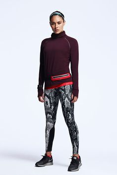Get snug and stretchy support for your run in the Nike Dri-FIT Sprint Fleece Pullover, Epic Lux Printed Tights and Air Zoom Pegasus 31 Flash. Warm Leggings, Sports Leggings, Leggings Shoes, Tights, Sport Outfits, Summer Outfits, Casual Outfits, Fall Outfits, Sport Fashion
