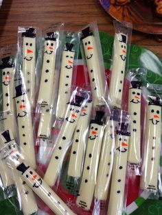 Add a little festivity to your kids' lunches by drawing snowmen on their string cheese with marker.