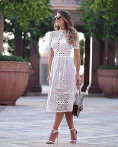 {De hoje! ❤️} Vestido midi @loubucca mais lindo da vida!! Apaixonada por esses tecidos de tela... Muito a cara do verão! Pode investir por que é uma super trendy, viu?! ❤️ • #lookdodia #lookoftheday #ootd #loubporarianecanovas #blogtrendalert