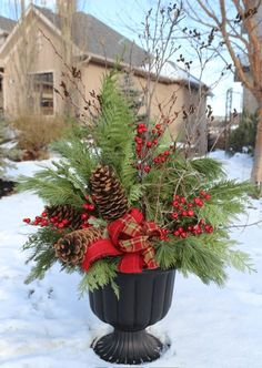 24 Stunning Christmas pots and planters to DIY for almost free! How to create co… 24 Stunning Christmas pots and planters to DIY for almost. Christmas Arrangements, Outdoor Christmas Decorations, Christmas Centerpieces, Garden Decorations, Winter Decorations, Rustic Centerpieces, Country Christmas, Winter Christmas, Christmas Home