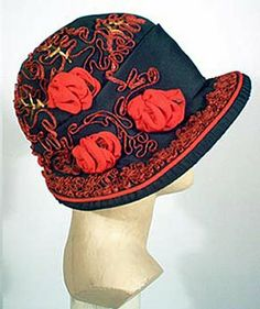 Black Silk Cloche red chiffon 'roses' Past Perfect Vintage: A Tribute to The Sublime Cloche Hat Fashion History, 20s Fashion, Vintage Fashion, Victorian Fashion, Fashion Rings, 1920s Hats, 1920s Men, Flapper Hat, 1920s Flapper