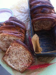 Kulinarne życie: Odrywane ciasto drożdżowe z płatkami Banana Bread, Desserts, Food, Tailgate Desserts, Deserts, Essen, Postres, Meals, Dessert