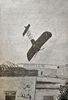 """Momento exacto del accidente de Clodomiro Figueroa en el """"Caupolicán"""", fotografiado el 23 de febrero de 1913. Imagen publicada por Enriqu..."""