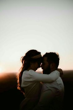 Best of Romantic Couples Photography Poses 2020 Cute Couples Photos, Cute Couples Goals, Love Photos, Couple Pictures, Romantic Couple Photos, Young Love Pictures, Poses For Couples, Cute Young Couples, Couple Photoshoot Poses
