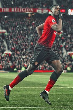 202fda17a Fotografia de notícias   Paul Pogba of Man Utd celebrates scoring the.