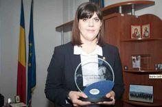 Laura Codruta Kovesi este catalogată drept o eroină a protestelor antiguvernamentale masive conduse de societatea civilă în mai multe orase din România Roman, Charger